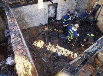 Τραγωδία στο Άργος: Βρέθηκαν οι σοροί των δύο αδελφών – Kάηκαν μέσα στο σπίτι τους (pics&vid)
