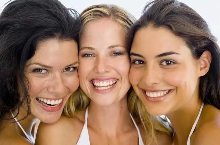 Κάντε παρέα με χαρούμενους ανθρώπους – H ευτυχία είναι μεταδοτική
