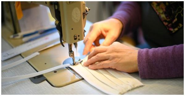 Μοδίστρες απ' όλη την Ελλάδα ενώνονται για να ράψουν επαναχρησιμοποιούμενες μάσκες