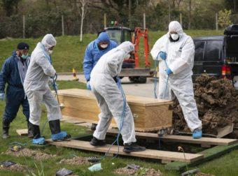 Κορονοϊός – Βρετανία: ΣΟΚ! Πέθανε 5χρονο αγοράκι – Νέο αρνητικό ρεκόρ με 708 νεκρούς σε ένα 24ωρο
