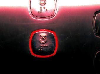 Εμπορικό κέντρο «αντικατέστησε» τα κουμπιά από τα ασανσέρ – Δείτε γιατί (video)