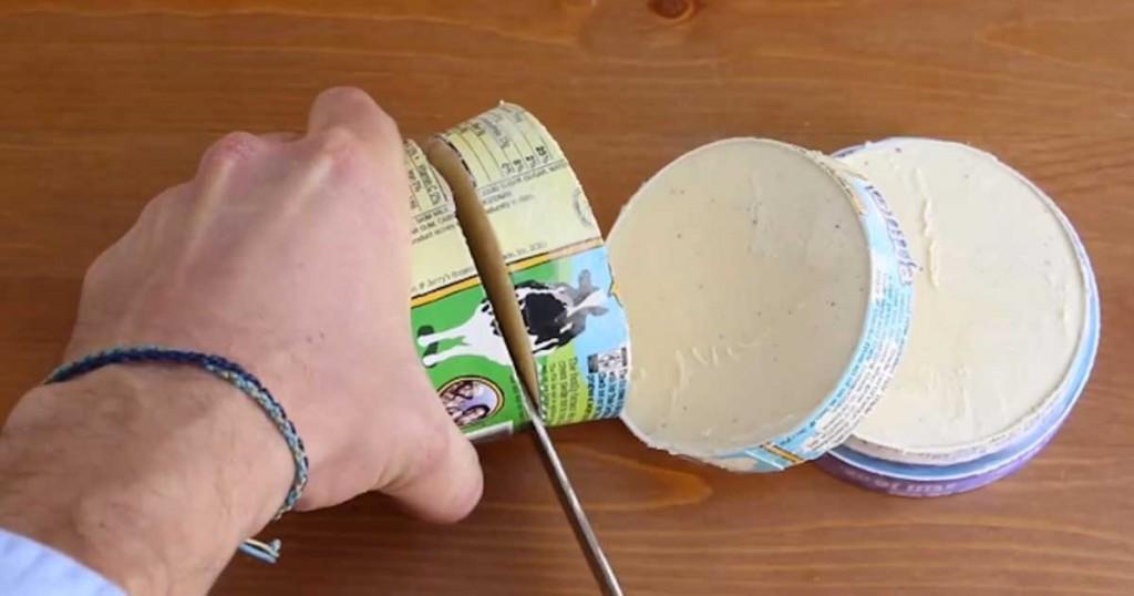 Έκοψε σε φέτες το κουτί με το παγωτό! Δείτε τον απίθανο και γευστικότατο λόγο!