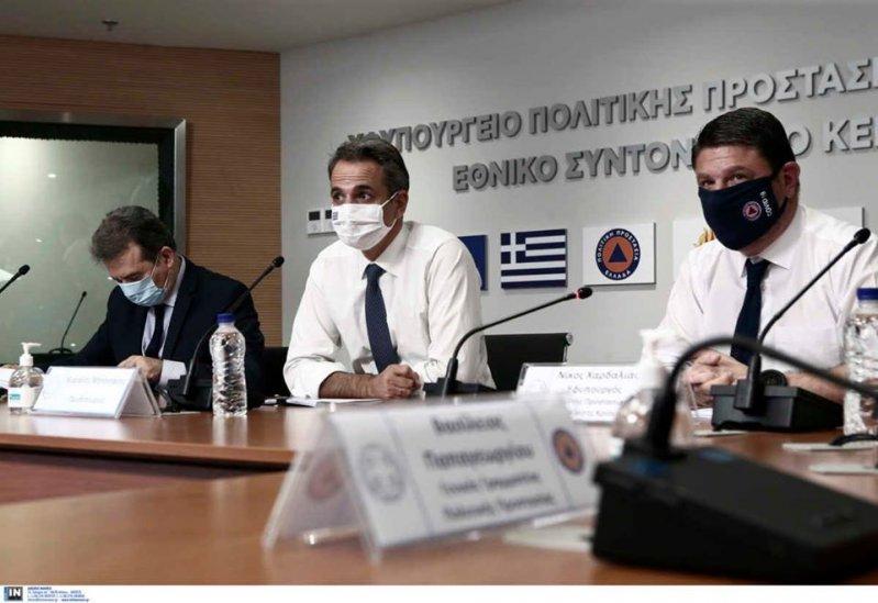Όλοι με τις μάσκες τους: Πρωθυπουργός και υπουργοί έδωσαν πρώτοι το παράδειγμα με φωτογραφίες τους στα social media