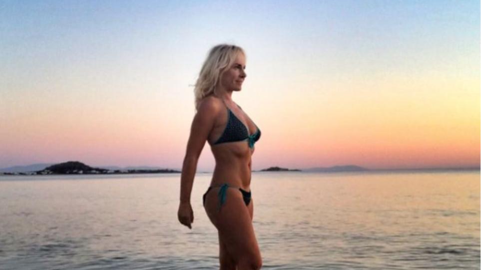 Μαρία Ανδρούτσου: Γενέθλια με μαγιό, πιο όμορφη από ποτέ και βουτιά στη θάλασσα