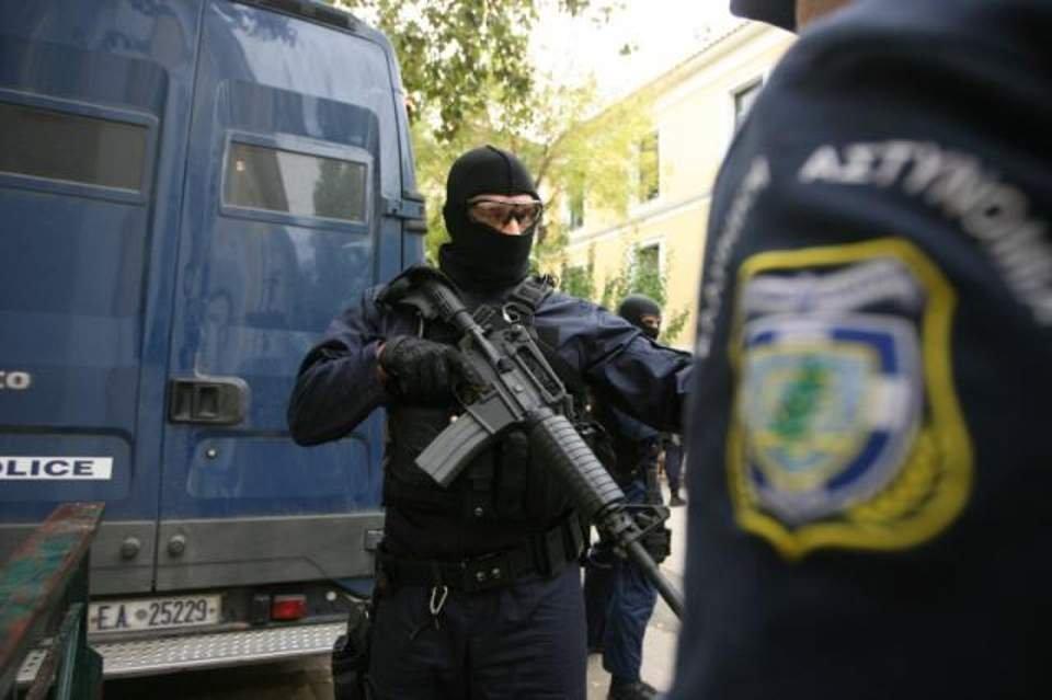 Τώρα: Συνελήφθη ειδικός φρουρός της ομάδας ΔΙΑΣ που βοήθησε τους δράστες του ξυλοδαρμού στο Μετρο να κρυφτούν