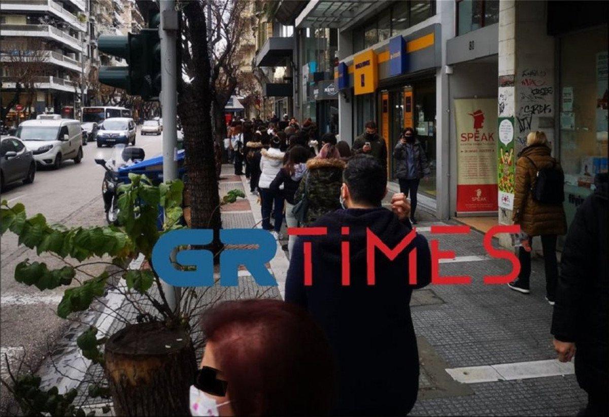 Θεσσαλονίκη: «Πανικός» στους δρόμους της πόλης με τις ουρές (vid)