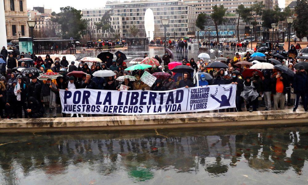 Χιλιάδες Ισπανοί στο κέντρο της Μαδρίτης εναντίον των περιοριστικών μέτρων: «Δεν υπάρχει ιός»