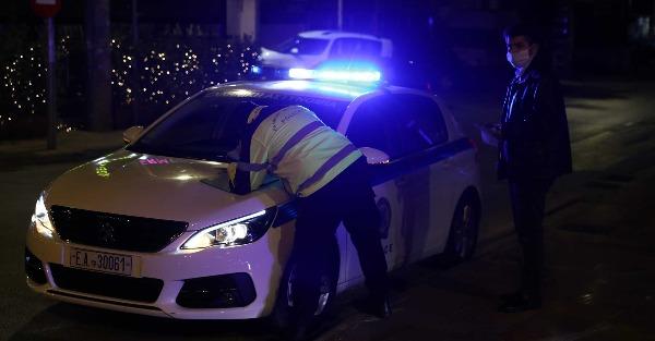 Κυψέλη: Γνωστός λαϊκός τραγουδιστής «πιάστηκε» σε παράνομη χαρτοπαικτική λέσχη εν μέσω lockdown