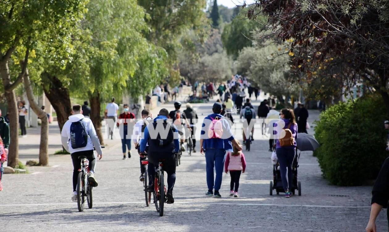 Κορονοϊός: Ποιο lockdown; Οι Αθηναίοι βγήκαν για βόλτες – Απίστευτες εικόνες συνωστισμού