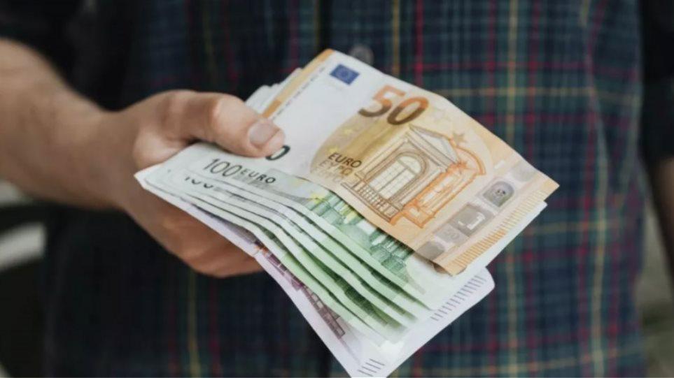 Το νέο πρόγραμμα που θα μοιράζει «χιλιάρικα» σε επιχειρήσεις